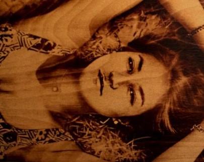 портрет на дереве на заказ в Брянске